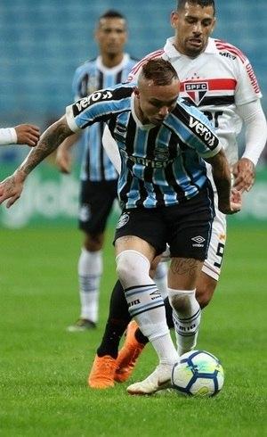 São Paulo sofre virada do Grêmio e perde chance de liderar o ... 3a8e77200bf84