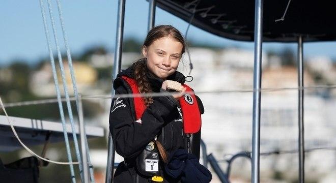 Ativista do clima Greta Thunberg chega a Lisboa a bordo de catamarã