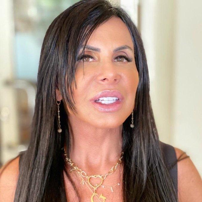 Cantora exibiu procedimento estético em publicação nas redes sociais