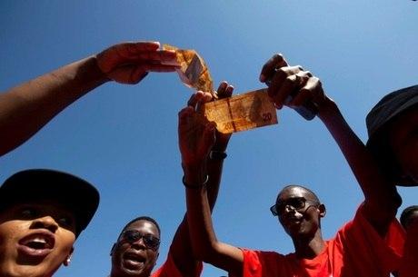 Sul-africanos fizeram greve por salário mínimo