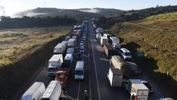 Caminhoneiros divergem sobre participar de ato em defesa do governo (Douglas Magno/O Tempo/Estadão Conteúdo - 21.5.2018)