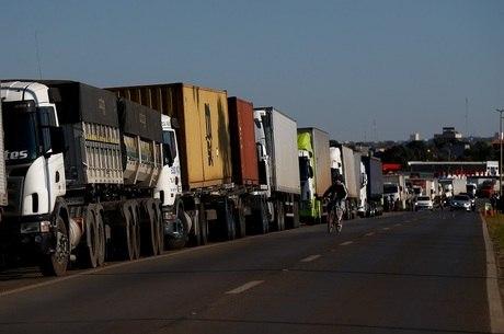 Governo estuda renegociar dívidas de caminhoneiros