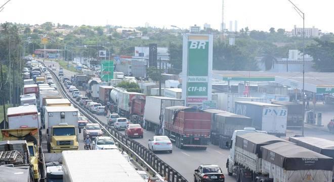 Paralisação de caminhoneiros afeta transporte público em São Paulo