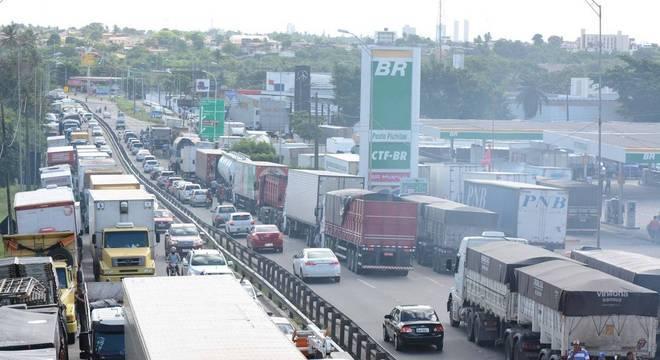 Caminhoneiros já estão no quinto dia de greve por todo o país