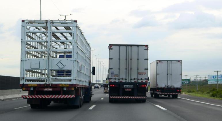 Caminhoneiros devem fazer protestos em importantes rodovias do país