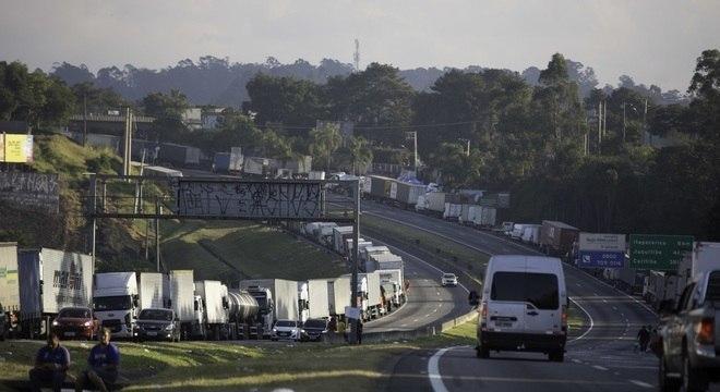 Líderes de federações de caminhoneiros desmentem boatos de greve