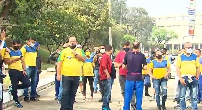Além de greve, funcionários dos Correios fazem protesto em São Paulo