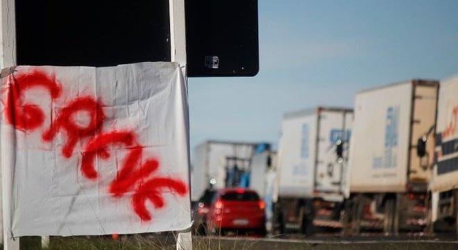 Greve de caminhoneiros em Santana do Livramento (RS), nesta quarta