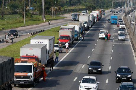 Greve custará R$ 15 bi para economia do Brasil