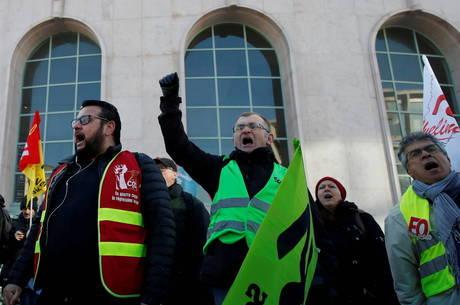 Trabalhadores fecharam hidrelétrica na França