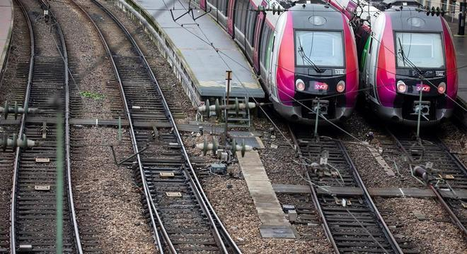 Trens parados ampliam caos no transporte público francês