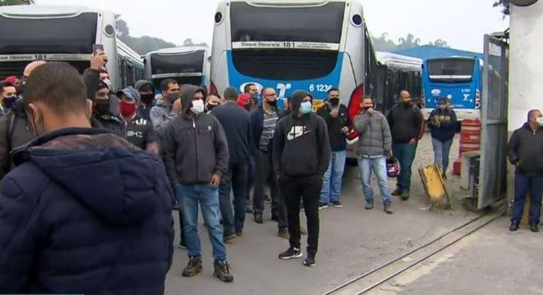 Greve de ônibus paralisa 38 linhas que circulam no Grajaú, na zona sul de São Paulo