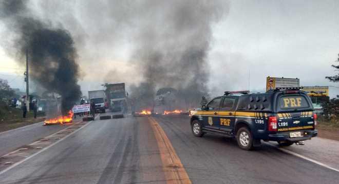 Manifestantes fecharam a BR-040 em Congonhas (MG); pista já foi liberada