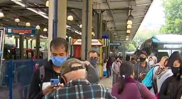 Passageiros enfrentam dificuldades para embarcar em ônibus na zona sul por causa de greve