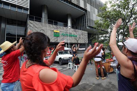 Tribunal bloqueia contas de sindicatos de petroleiros por greve