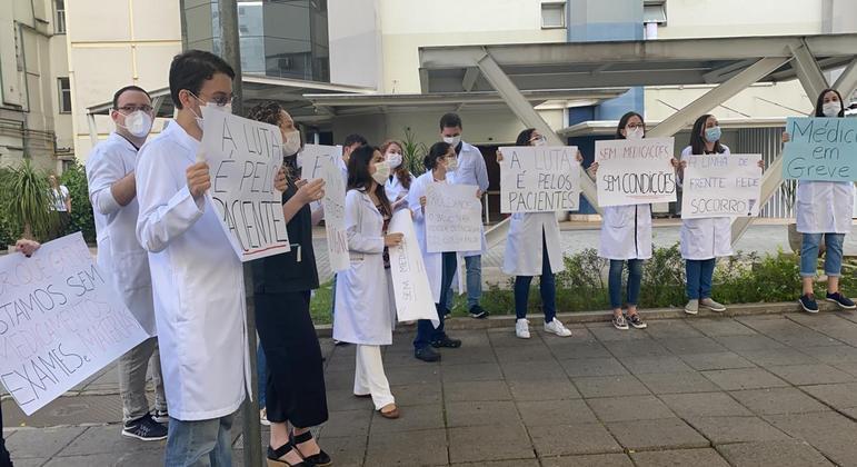 Médicos residentes entram em greve por falta de insumos e remédios no Hospital São Paulo