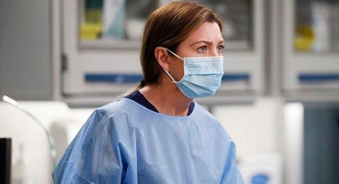 Ellen Pompeo atua como a Dra. Meredith Gray na série Grey's Anatomy
