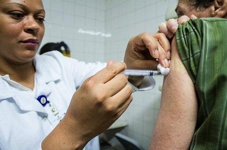 Vacinação é oferecida pela rede pública