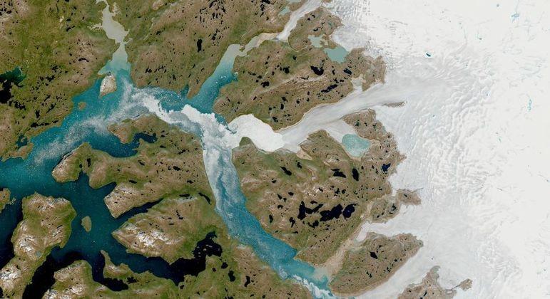 Água derretida está fluindo para o oceano, apontam cientistas