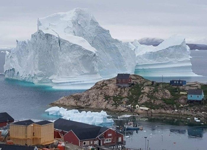 Groenlândia: iceberg se aproxima de vilarejo e leva ameaça de tsunami