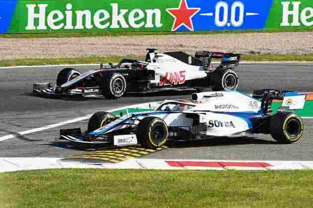 Grosjean e Russell em disputa durante GP da Itália