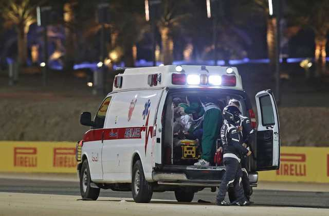 Grosjean foi levado ao centro médico com leves queimaduras e suspeita de fratura na costela.