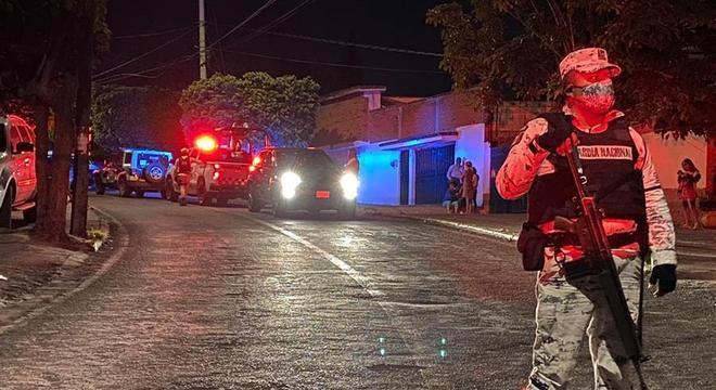 Homens armados em vários carros abriram fogo contra as pessoas no velório