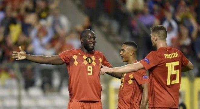 Grupo B - Com a vitória por 2 a 1 sobre a Suíça, a Bélgica segue 100% e garantirá vaga nas semifinais se fizer quatro dos seis pontos em disputa contra islandeses e suíços, em