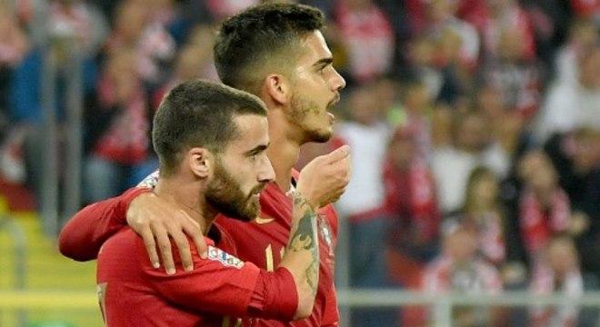 Grupo C - na data Fifa de outubro, Portugal derrotou a Polônia por 3 a 2, fora de casa, e lidera com seis pontos (100% de aproveitamento). Um empate com a Itália, em Milão, ba