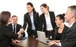 Imagem de pessoas em grupo de trabalho em escritório