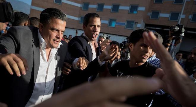 Guaidó retornou a Venezuela na terça (11) e foi recebido com protestos