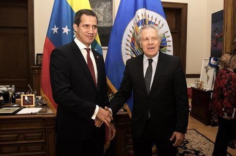 Guaidó foi recebido por Almagro na sede da OEA