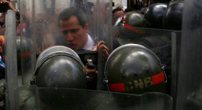 Polícia Nacional Bolivariana da Venezuela impedem Guaidó de entrar na Câmara no início deste mês