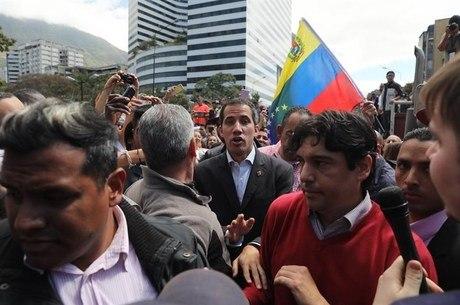 Guaidó exigiu reabertura da fronteira com o Brasil