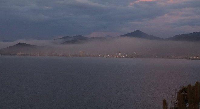 A nuvem de poluição envolve completamente a cidade de Guanta