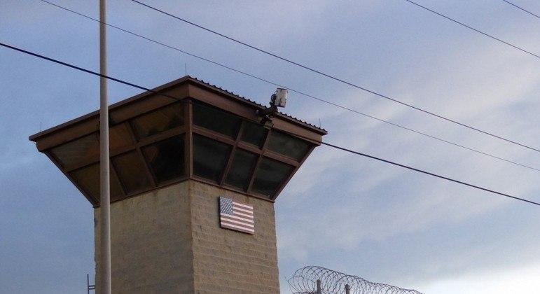 Prisão de Guantánamo está localizada em Cuba  tem 39 detentos