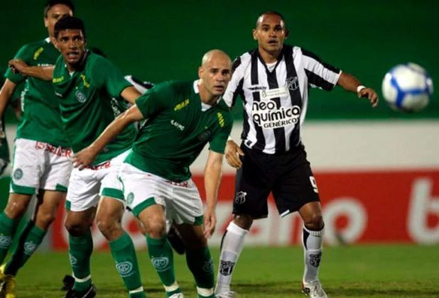 Guarani (2010): O Bugre somou apenas 11 pontos no segundo turno do Brasileirão de 2010.