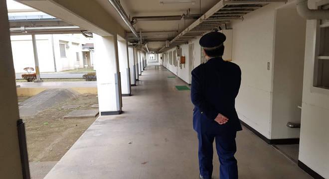 A infração reincidente é uma forma de 'voltar para a prisão', onde há três refeições por dia e nenhuma conta a pagar