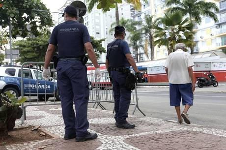 Calçadão de Santos; cidade aplica multa a quem não usa máscara