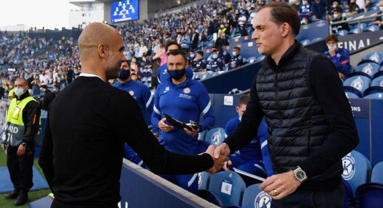 O cumprimento de Guardiola e Tuchel, antes do jogo