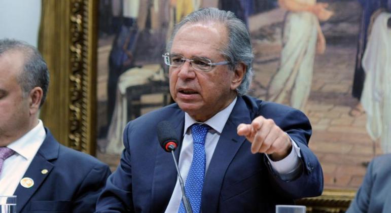 Críticas ao ministro cresceram com revelação de que ele mantém empresa em paraíso fiscal