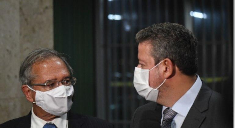 Antes de reunir-se com Pacheco, Guedes conversou com Lira sobre o auxílio emergencial