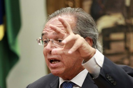 O ministro da Economia, Paulo Guedes, fala na CCJ