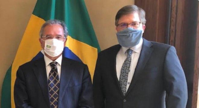 O ministro Paulo Guedes e  o embaixador americano Todd Chapman