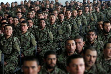 Talibãs negociam acordo de paz com Estados Unidos