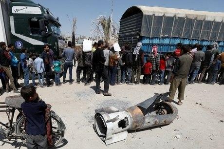 guerra síria, douma, bombardeio, destroços
