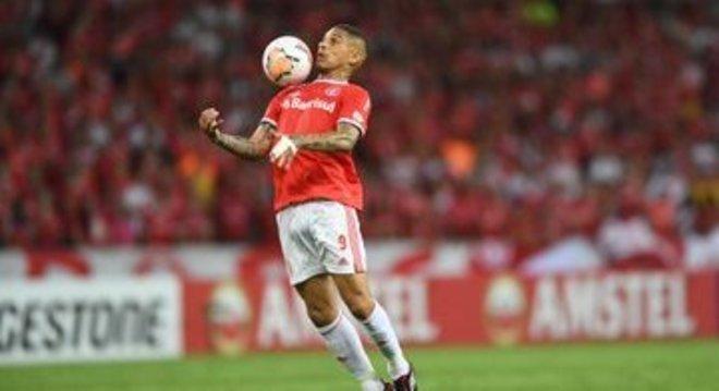 Guerrero, dois gols e uma assistência
