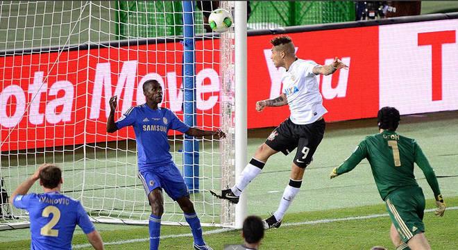 Guerrero marca o gol que deu o bicampeonato mundial ao Corinthians