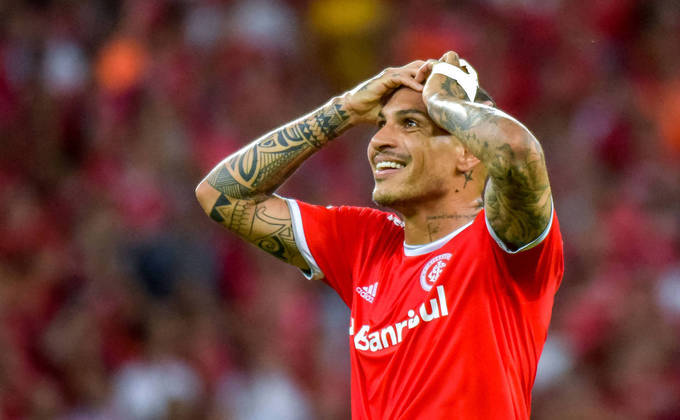 Guerrero - Ídolo do Corinthians, o peruano marcou o gol da conquista do Mundial de 2012, contra o Chelsea, além de alguns outros títulos. Atuou ainda no Flamengo, onde venceu o Carioca de 2017 e atualmente está no Internacional. É considerado o maior jogador da história do Peru