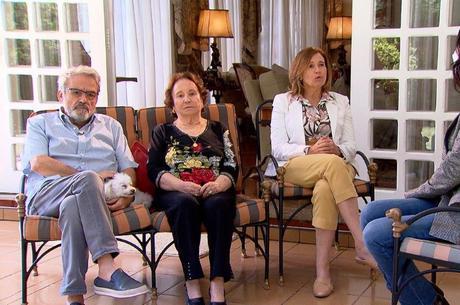 Os irmãos e a mãe de Gugu em entrevista ao 'JR'